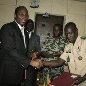Mali : la junte s'engage à rendre le pouvoir