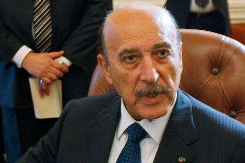 Candidat à la présidentielle prévue en mai et juin prochain, le général Omar Souleiman s'est défendu, hier, après l'annonce du verdict, d'être «le candidat des militaires».