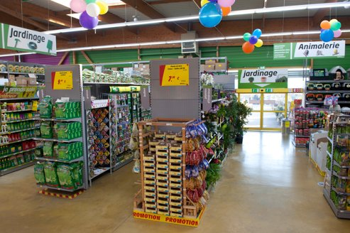 Magasin bricolage une alle du magasin with magasin bricolage top magasin mr bricolage u - Magasin jardinage nantes ...