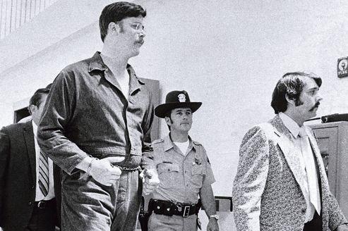 Edmund Kemper,2,10m pour 130kg, est aujourd'hui enfermé à vie dans la prison d'État de Folsom, en Californie <i>(ici, en 1973).</i>