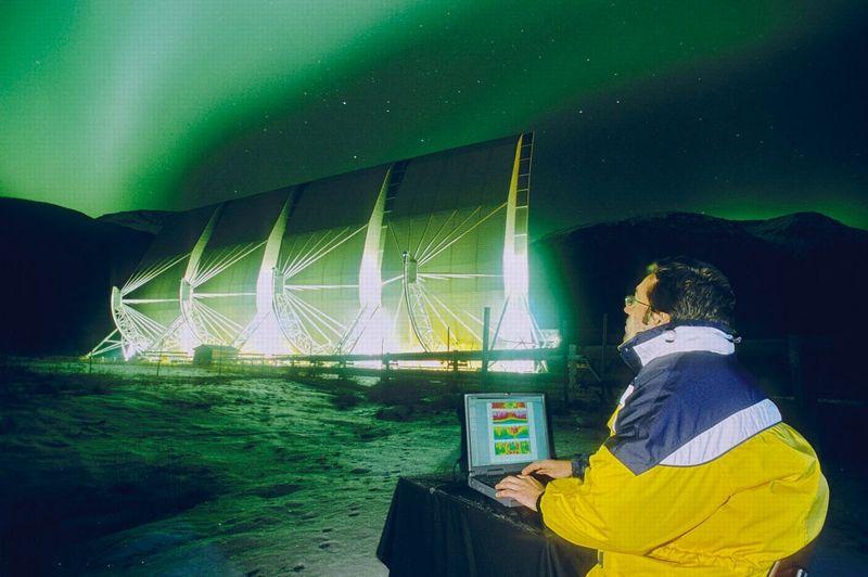 Tels des météorologues établissant la carte des cyclones, les astrophysiciens modèlisent les perturbations de l'ionosphère.