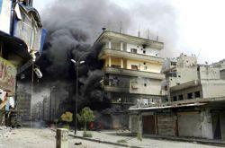 Un immeuble touché par des tirs, à Homs. (Photo diffusée jeudi par des opposants au régime syrien.)