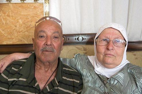 Leïla Jabbarine, née Helen Brashatsky, et son mari Ahmad Jabbarine. Ses 8 enfants et 31 petits-enfants membres de la minorité arabe d'Israël, à Oum el-Fahem, ignoraient que leur mère était née à Auschwitz.