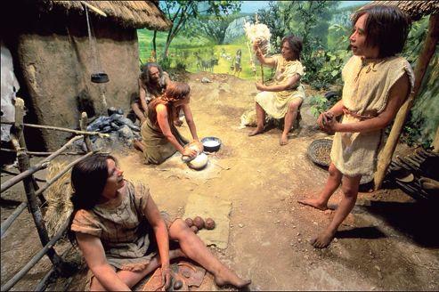 Scène de vie néolithique (6000 ans avant J.-C.) C'est à cette époque que les chasseurs-cueilleurs vont être remplacés par les agriculteurs.