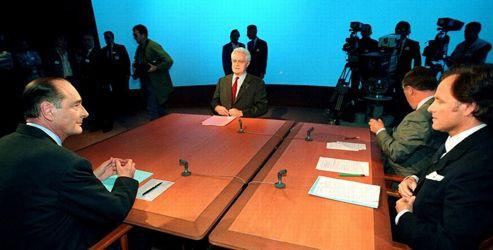 1995, le bal des technos. Pour leur premier débat, Jacques Chirace et Lionel Jospin se livrent à un duel ennuyeux. Pour ces deux partisans de Maastricht, les différences sont maigres. Il n'y aura jamais de match retour. Crédits photo: REUTEURS
