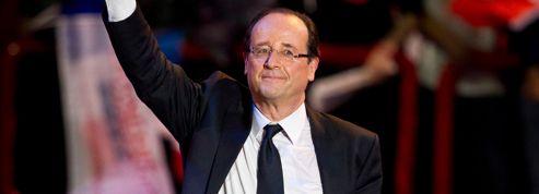 Hollande intensifie ses attaques contre son rival