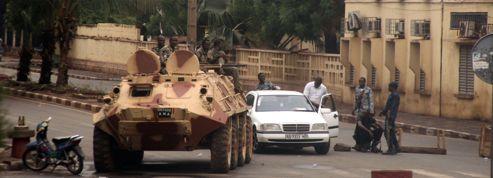 Divisée, l'armée malienne se bat à Bamako