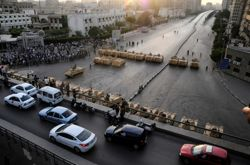 L'armée a verrouillé le quartier à la suite des événements, décrétant un couvre-feu dans la soirée.