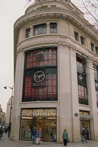L'immeuble abrite deux enseignes grand public qui drainent un nombre important de clients: Monoprix et Virgin.