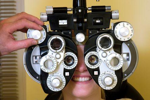 La myopie correspond à une anomalie de la longueur de l'œil, qui peut alors atteindre 30 à 32 mm, contre 16 à 22 mm habituellement.