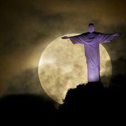 La «super pleine lune» a illuminé le monde