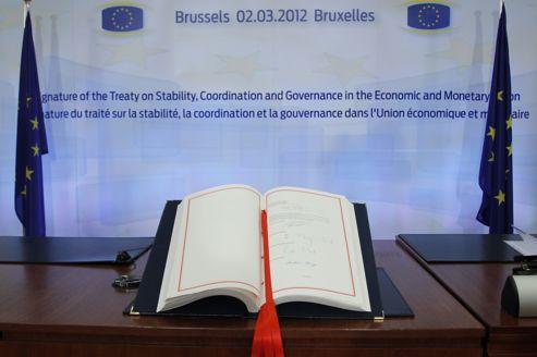 Le traité de stabilité, signé par les chefs d'État et de gouvernement le 2 mars. Le nouveau président français veut y ajouter un volet sur la croissance.