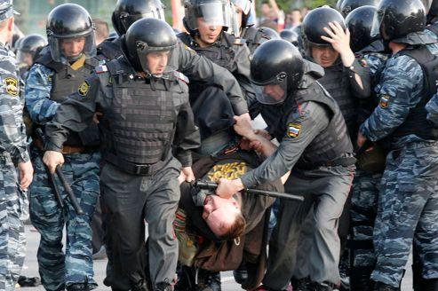 À Moscou, les opposants protestent de nuit