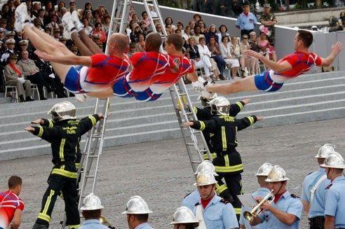 Treize pompiers de Paris en garde à vue