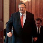 La Grèce cherche une solution politique