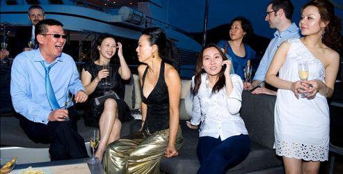 Petite fête sur un yacht à l'occasion du Salon du luxe. Les marques françaises y sont très nombreuses et très appréciées. Crédits photo: Stephan Gladieu