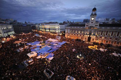 En mai 2011, les Indignados ont occupé la Puerta del Sol pendant plusieurs semaines pour portester contre la politique économique.