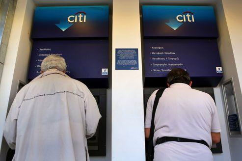 Plus d'un milliard et demi d'euros ont été retirés des banques grecques depuis lundi.