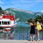 L'embarcadère d'Annecy est un point de départ classique pour effectuer des promenades sur le lac.