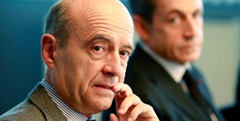 Les amis d'Alain Juppé le pressent de se lancer dans la campagne pour la présidence de l'UMP.