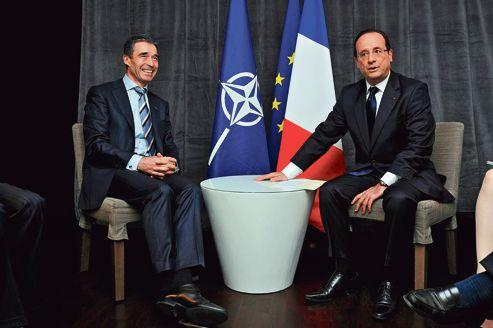 Le secrétaire général de l'Otan, Anders Fogh Rasmussen, et François Hollande, dimanche à Chicago.