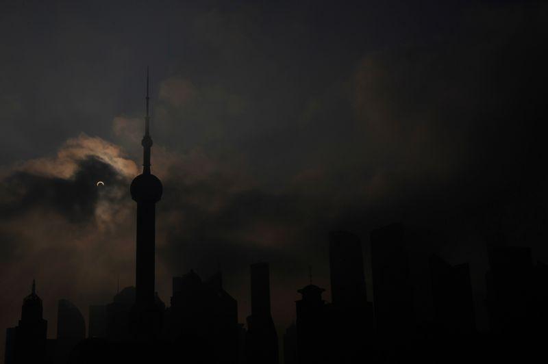 Le spectacle était visible à Shanghaï malgré quelques nuages.