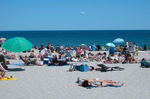Moins de trois Européens sur cinq prévoient de partir en vacances cet été.