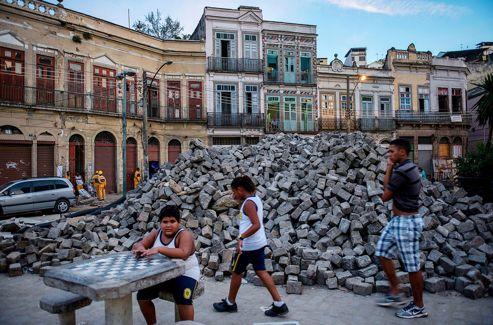 Projet Porto Maravilha. L'ancienne zone portuaire de Rio de Janeiro n'est qu'un vaste chantier de réhabilitation urbaine. En tout, plus de 500 hectares d'entrepôts et d'immeubles d'habitations sont conernés par ce plan.