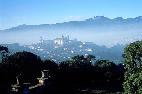 Parmi les montagnes de l'Etat du Minas Gerais, on peut admirer beaucoup d'églises au style baroque.