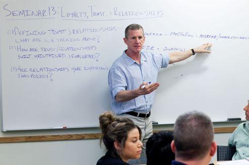 Aux États-Unis, les officiers se recyclent dans l'enseignement