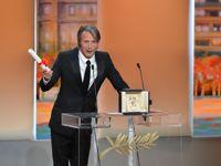 Le Danois Mads Mikkelsen s'est déclaré «très touché», en s'excusant de ne pas parler français, «sauf quand il a bu»..