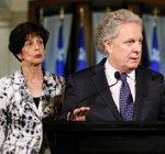 Le premier ministre Jean Charest <i>(à droite)</i> et la ministre québécoise de l'Éducation, Michelle Courchesne.
