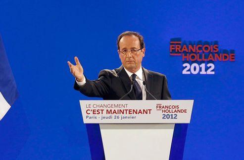 Main tendue et regard sérieux: François Hollande sait se mettre en valeur devant les appareils des photographes. Crédits photo: Christophe Ena/AP