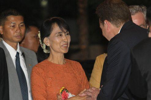 Daw Aung San Suu Kyi A6f606fe-a9b2-11e1-b27b-83fceee18288-493x328