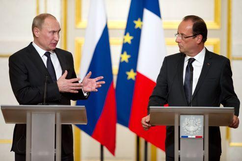Vladimir Poutine et François Hollande vendredi soir, lors d'une conférence de presse qui s'est déroulée dans une atmosphère tendue.