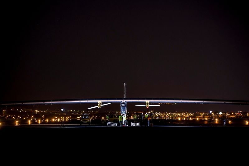 <strong>Énergie Solaire.</strong> L'avion solaire Solar Impulse s'apprêtait mardi à traverser le détroit de Gibraltar, pour la première fois à la conquête d'un nouveau continent, après s'être envolé à l'aube de Madrid à destination du Maroc. L'immense avion, révolutionnaire et ultra-léger, piloté par le Suisse Bertrand Piccard, faisait route en début d'après-midi au-dessus du sud de l'Espagne avant de franchir le détroit de 14 kilomètres de large qui sépare l'Europe de l'Afrique.