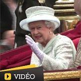 Elizabeth II termine son jubilé sous les hourras