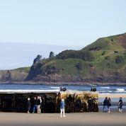 Un ponton détruit par le tsunami échoue aux USA