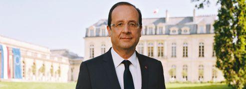 Les drapeaux du portrait d'Hollande dérangent