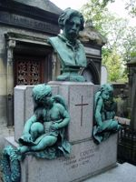 La tombe de Thomas Couture avant le vol des angelots.