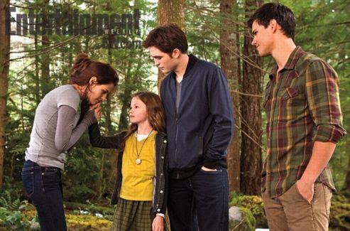 «Elle a vraiment réveillé la fibre paternelle de Rob, et Kristen était spécialement protectrice». (© Summit/EW)