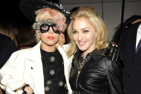 Lady Gaga et Madonna posent ensemble lors du show de Marc Jacobs en 2009. Crédits photo: Getty Images.