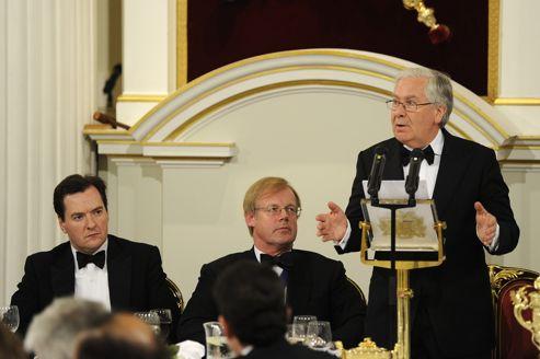 Londres incite les banques à prêter pour juguler la crise