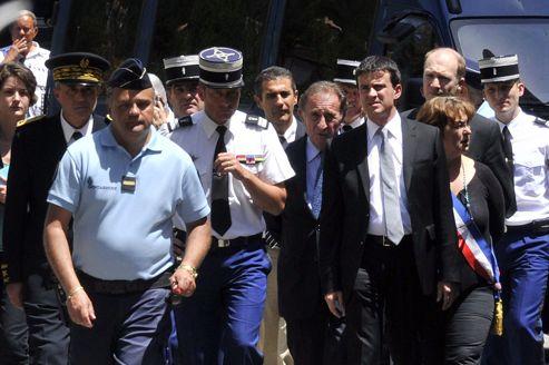 Le ministre de l'Intérieur Manuel Valls s'est rendu sur les lieux du crime.