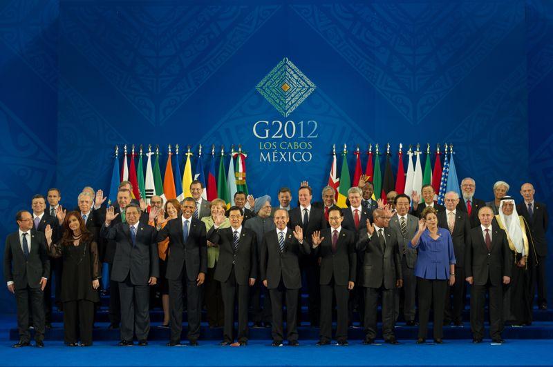 <strong>C'est parti.</strong> La photo de famille a été faite lundi soir. La croissance est le maître-mot retenu par les chefs d'État et de gouvernement du G20 réunis à Los Cabos au Mexique et qui doivent publier mardi une déclaration commune. «Nous nous engageons à adopter les mesures nécessaires pour renforcer la demande, soutenir la croissance mondiale et restaurer la confiance», affirment ces pays riches et émergents dans un projet de communiqué. «Une croissance forte, durable et équilibrée reste la priorité numéro un du G20, car elle amène une création d'emplois plus importante et accroît le bien-être des peuples dans le monde entier», ajoutent-ils.