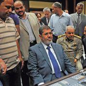 Égypte: Morsi prend ses marques face à l'armée