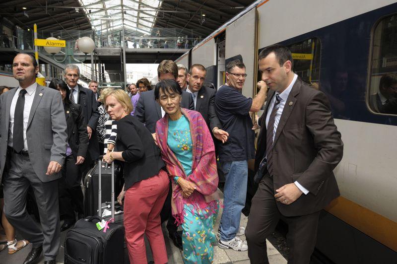 La capitale française est la dernière étape, pour la chef de file de l'opposition birmane, d'une tournée européenne triomphale qui l'a menée en Suisse, puis à Oslo et à Londres.
