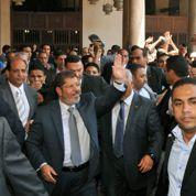 Place Tahrir, Morsi prend à témoin les Égyptiens