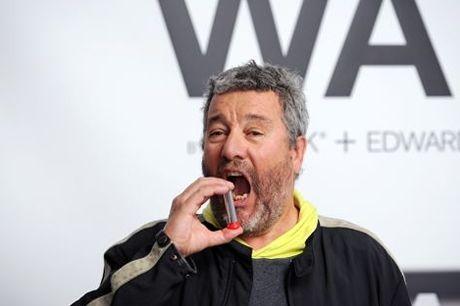Philippe Starck crée le vaporisateur à alcool