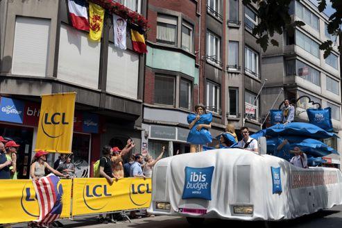 La caravane accueille pas moins de 180 véhicules, 37 marques et 600 participants, avec plusieurs petits nouveaux, comme Courtepaille, Ibis Budget ou la Monnaie de Paris.